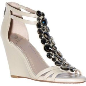 Vince Camuto nude sandals with jewels💎